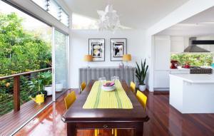 10 phòng ăn có không gian mở tuyệt đẹp đáng mơ ước cho mọi gia đình