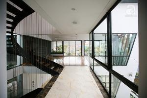 Cận cảnh biệt thự có thể tự động đóng cửa khi trời mưa ở ngoại thành Hà Nội