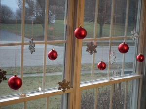 Ý tưởng trang trí cửa sổ đón Noel cực dễ làm